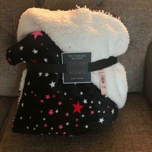 VS Cozy Sherpa Blanket, NWT